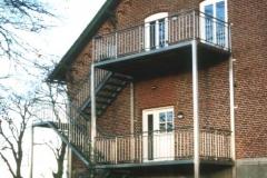 Aussenbalkon über zwei Ebenen mit Treppenaufgang -komplett aus Edelstahl