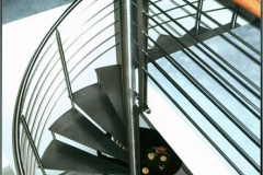 Spindeltreppe aus Edelstahl - Stufen aus Edestahl