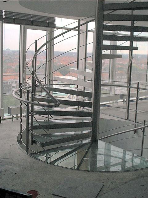 Spindeltreppe aus Edelstahl mit Glastufen Vorstandsbereich der Nord/LB in Hannover